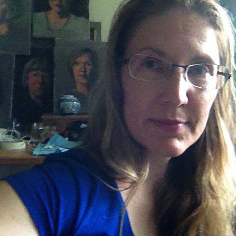 Elizabeth Floyd square selfie